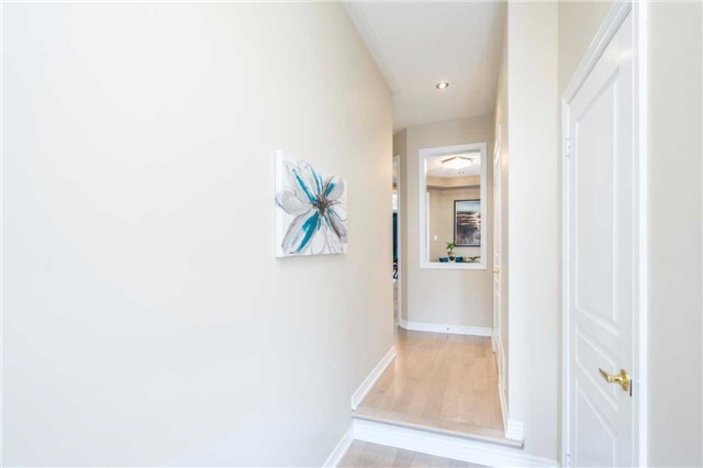 Semi-detached at 576 Coach Dr, Mississauga, Ontario. Image 16
