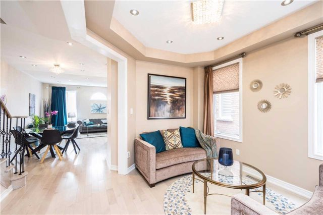 Semi-detached at 576 Coach Dr, Mississauga, Ontario. Image 18