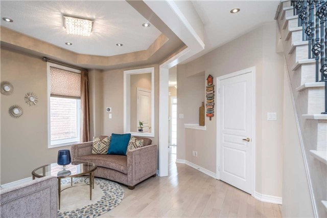 Semi-detached at 576 Coach Dr, Mississauga, Ontario. Image 20