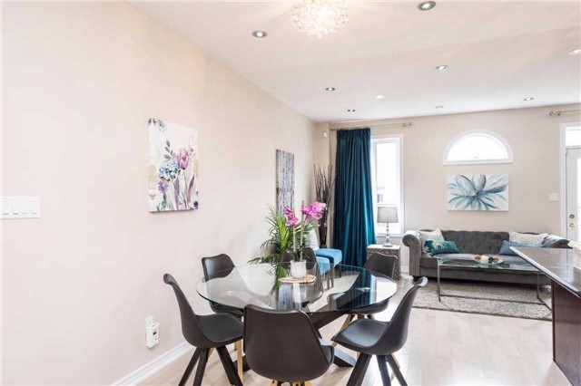 Semi-detached at 576 Coach Dr, Mississauga, Ontario. Image 2