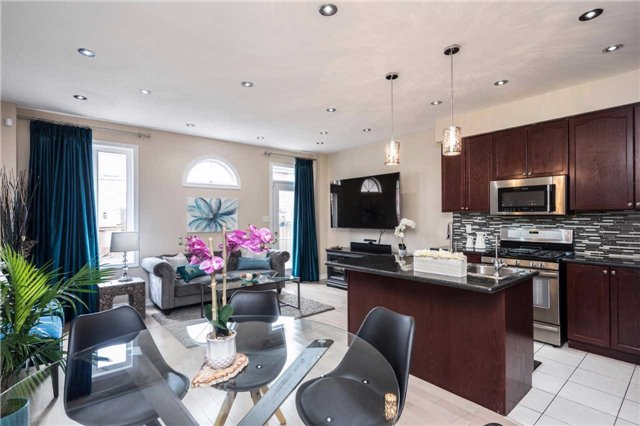 Semi-detached at 576 Coach Dr, Mississauga, Ontario. Image 3
