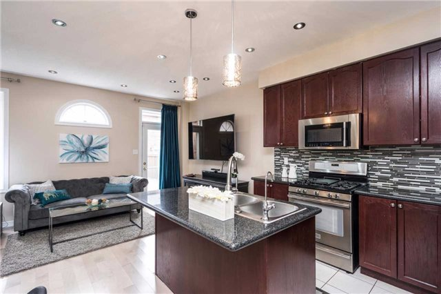Semi-detached at 576 Coach Dr, Mississauga, Ontario. Image 4
