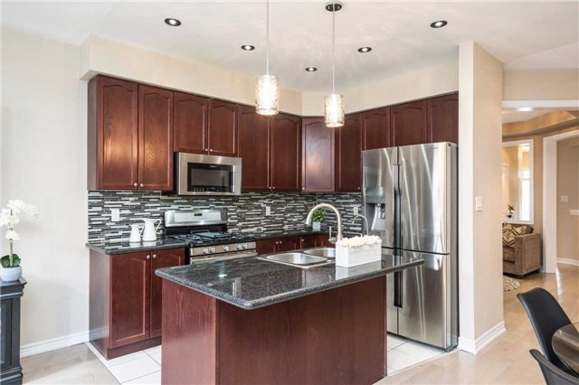 Semi-detached at 576 Coach Dr, Mississauga, Ontario. Image 5