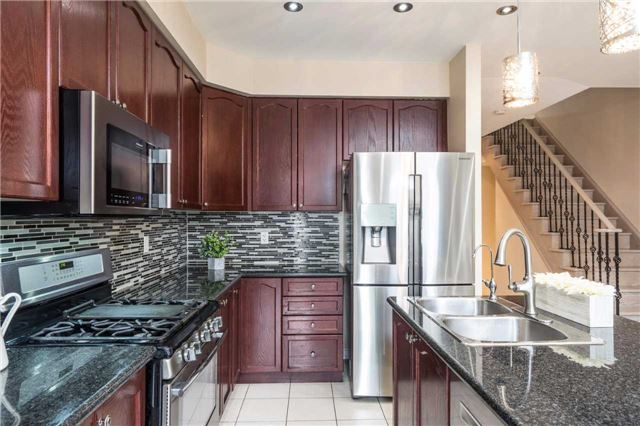 Semi-detached at 576 Coach Dr, Mississauga, Ontario. Image 6