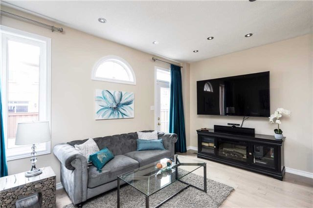 Semi-detached at 576 Coach Dr, Mississauga, Ontario. Image 8