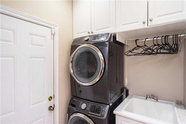 Semi-detached at 576 Coach Dr, Mississauga, Ontario. Image 10
