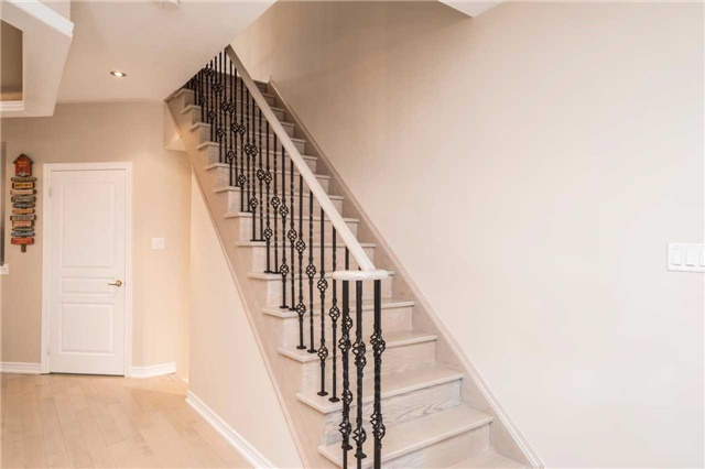 Semi-detached at 576 Coach Dr, Mississauga, Ontario. Image 11