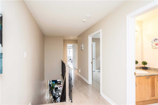 Semi-detached at 576 Coach Dr, Mississauga, Ontario. Image 13