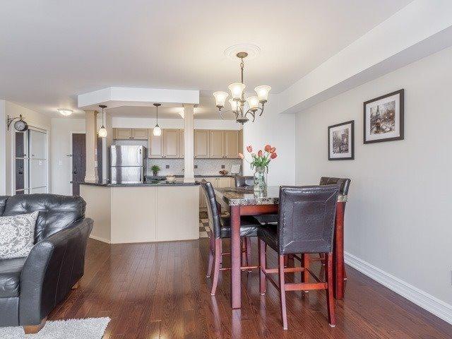 Condo Apartment at 200 Robert Speck Pkwy, Unit 904, Mississauga, Ontario. Image 1