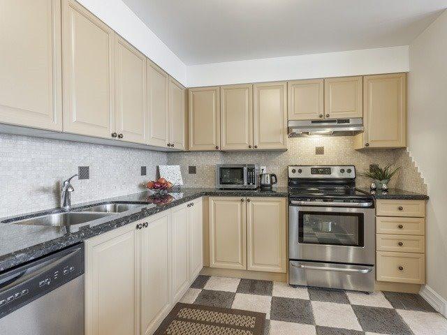 Condo Apartment at 200 Robert Speck Pkwy, Unit 904, Mississauga, Ontario. Image 14