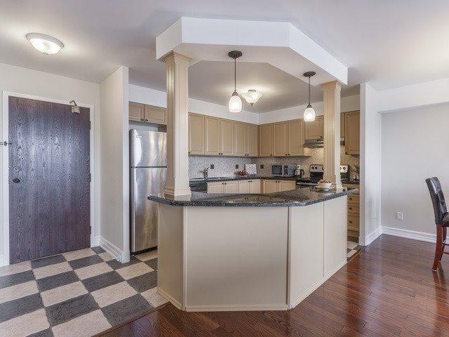 Condo Apartment at 200 Robert Speck Pkwy, Unit 904, Mississauga, Ontario. Image 16