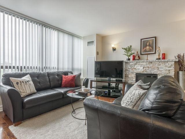 Condo Apartment at 200 Robert Speck Pkwy, Unit 904, Mississauga, Ontario. Image 18