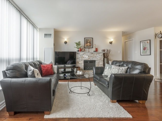 Condo Apartment at 200 Robert Speck Pkwy, Unit 904, Mississauga, Ontario. Image 19