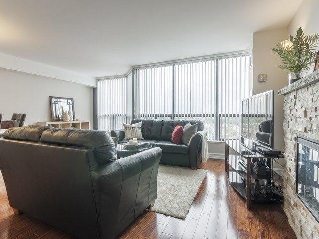 Condo Apartment at 200 Robert Speck Pkwy, Unit 904, Mississauga, Ontario. Image 20