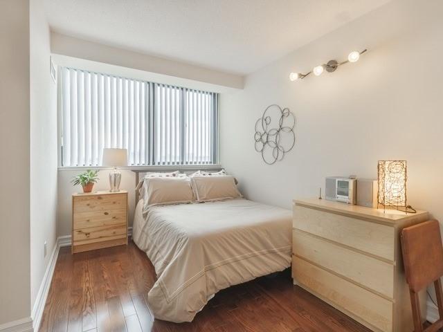 Condo Apartment at 200 Robert Speck Pkwy, Unit 904, Mississauga, Ontario. Image 5