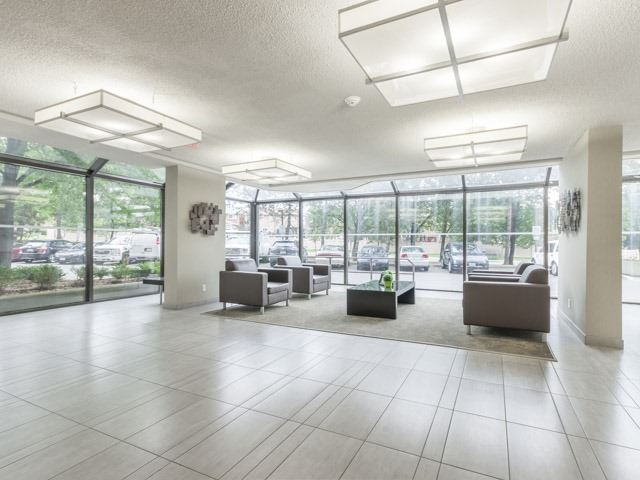 Condo Apartment at 200 Robert Speck Pkwy, Unit 904, Mississauga, Ontario. Image 8