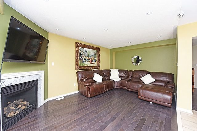 Detached at 14 Bushmill Circ, Brampton, Ontario. Image 15