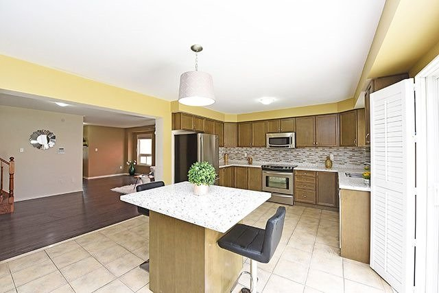 Detached at 14 Bushmill Circ, Brampton, Ontario. Image 16