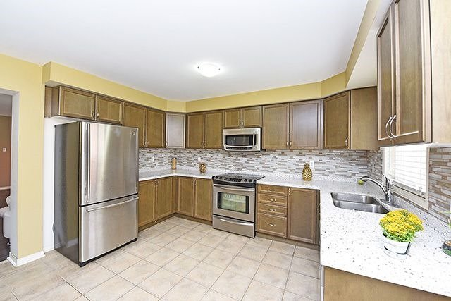 Detached at 14 Bushmill Circ, Brampton, Ontario. Image 17