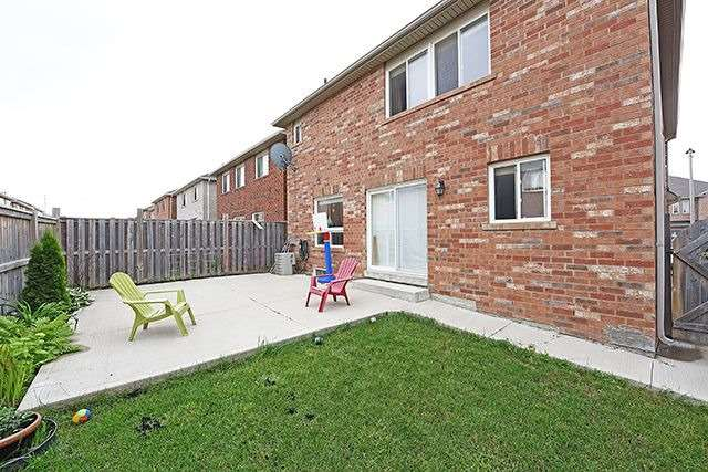 Detached at 14 Bushmill Circ, Brampton, Ontario. Image 13
