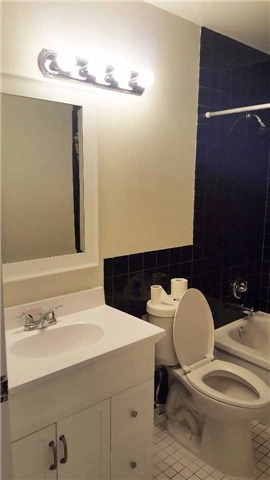 Condo Townhouse at 11 Four Winds Dr, Unit 13, Toronto, Ontario. Image 16
