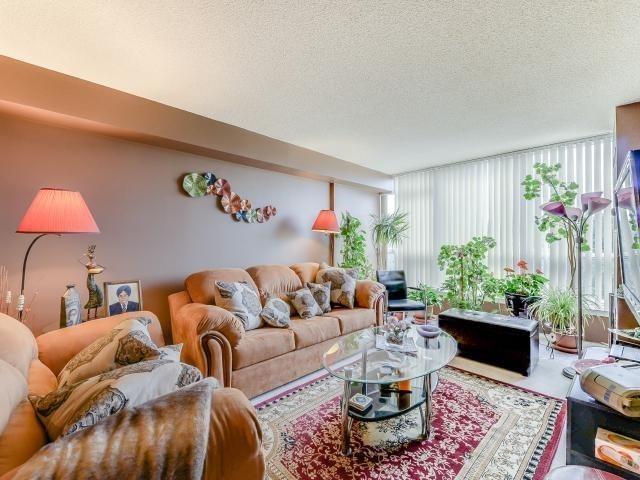 Condo Apartment at 10 Laurelcrest St, Unit 404, Brampton, Ontario. Image 17