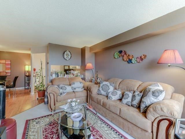 Condo Apartment at 10 Laurelcrest St, Unit 404, Brampton, Ontario. Image 18