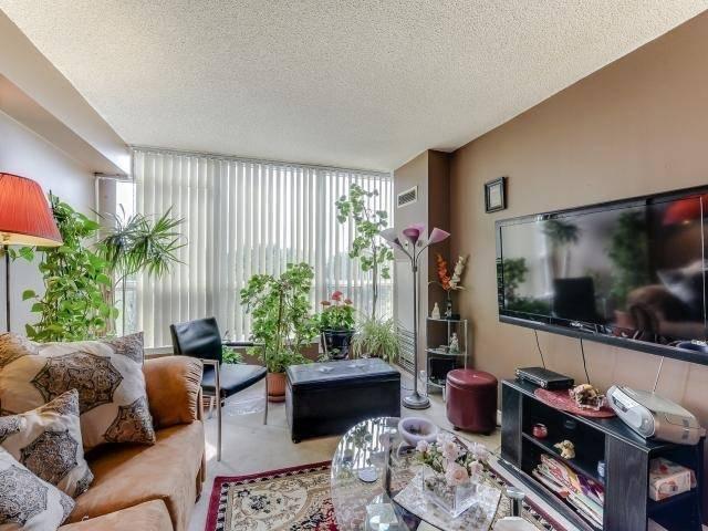 Condo Apartment at 10 Laurelcrest St, Unit 404, Brampton, Ontario. Image 19