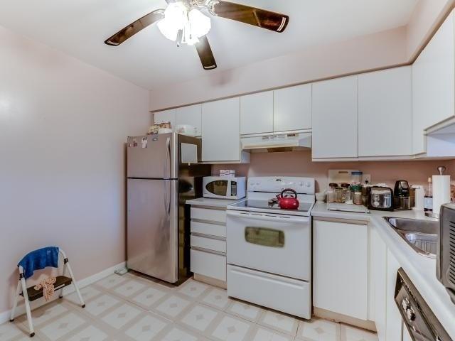 Condo Apartment at 10 Laurelcrest St, Unit 404, Brampton, Ontario. Image 2