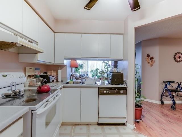 Condo Apartment at 10 Laurelcrest St, Unit 404, Brampton, Ontario. Image 3