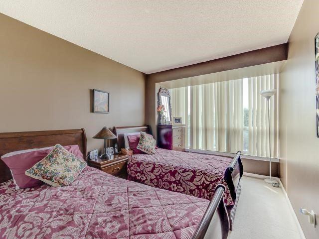 Condo Apartment at 10 Laurelcrest St, Unit 404, Brampton, Ontario. Image 6