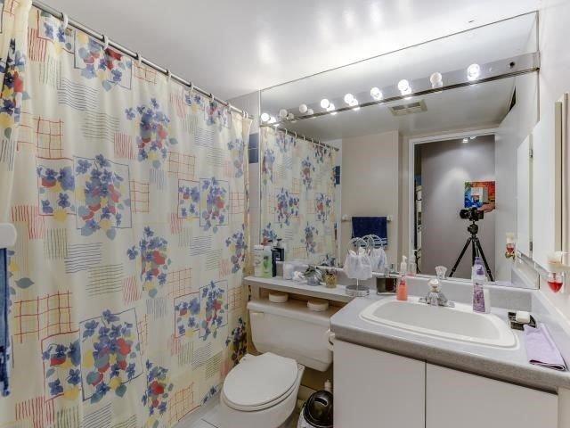 Condo Apartment at 10 Laurelcrest St, Unit 404, Brampton, Ontario. Image 7