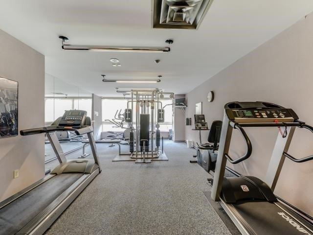 Condo Apartment at 10 Laurelcrest St, Unit 404, Brampton, Ontario. Image 8