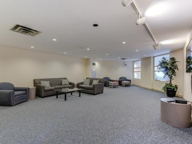 Condo Apartment at 10 Laurelcrest St, Unit 404, Brampton, Ontario. Image 10