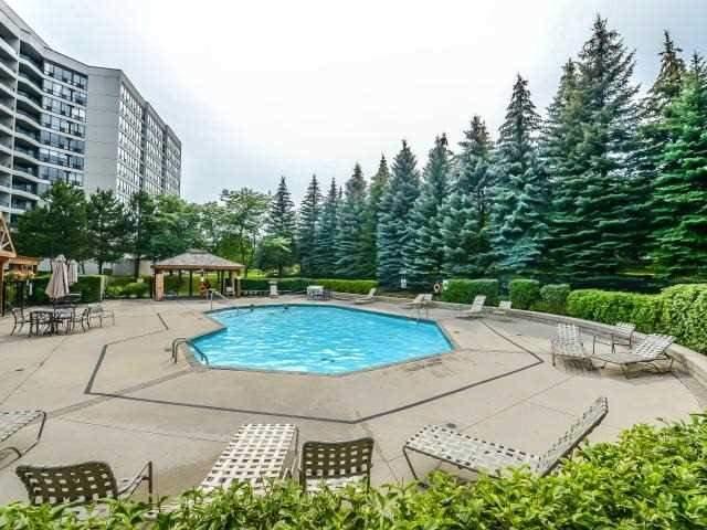 Condo Apartment at 10 Laurelcrest St, Unit 404, Brampton, Ontario. Image 11