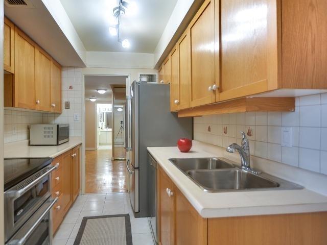 Condo Apartment at 1333 Bloor St, Unit 2211, Mississauga, Ontario. Image 2