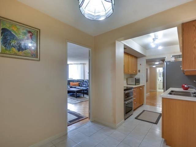 Condo Apartment at 1333 Bloor St, Unit 2211, Mississauga, Ontario. Image 3