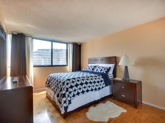Condo Apartment at 1333 Bloor St, Unit 2211, Mississauga, Ontario. Image 4