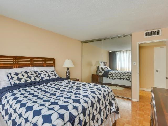 Condo Apartment at 1333 Bloor St, Unit 2211, Mississauga, Ontario. Image 5