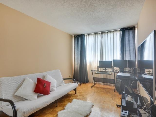 Condo Apartment at 1333 Bloor St, Unit 2211, Mississauga, Ontario. Image 6