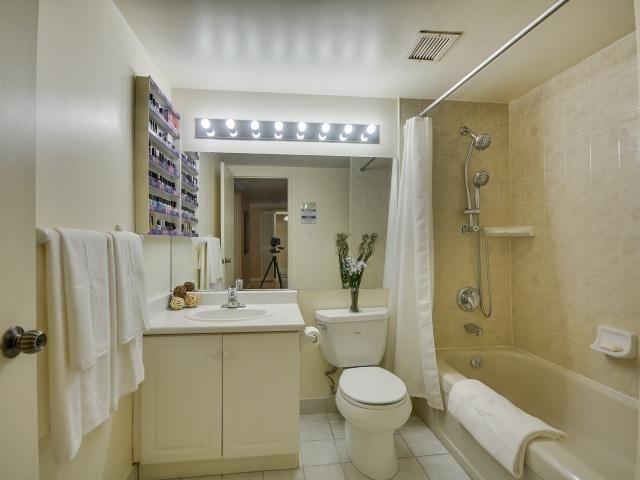 Condo Apartment at 1333 Bloor St, Unit 2211, Mississauga, Ontario. Image 7