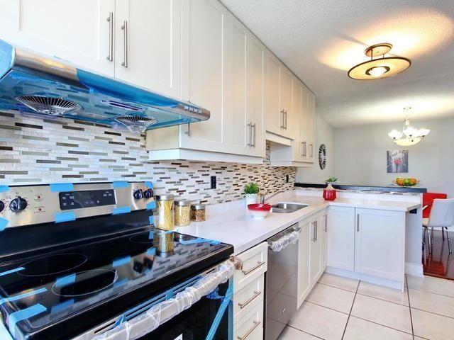 Condo Apartment at 17 Knightsbridge Rd, Unit 1604, Brampton, Ontario. Image 8