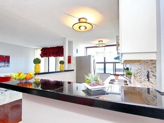 Condo Apartment at 17 Knightsbridge Rd, Unit 1604, Brampton, Ontario. Image 9
