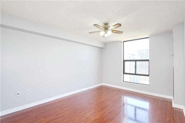 Condo Apartment at 17 Knightsbridge Rd, Unit 1604, Brampton, Ontario. Image 2