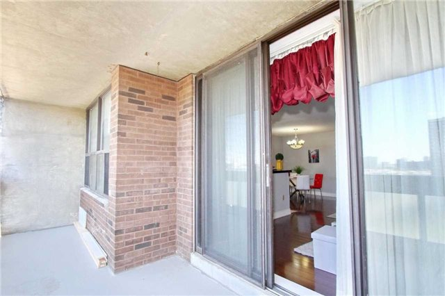 Condo Apartment at 17 Knightsbridge Rd, Unit 1604, Brampton, Ontario. Image 4