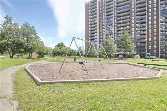 Condo Apartment at 17 Knightsbridge Rd, Unit 1604, Brampton, Ontario. Image 6
