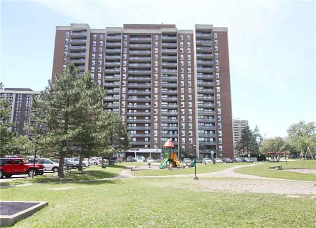 Condo Apartment at 17 Knightsbridge Rd, Unit 1604, Brampton, Ontario. Image 7