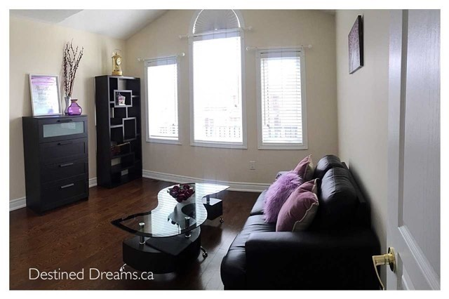 Detached at 85 Birch Tree Tr, Brampton, Ontario. Image 7