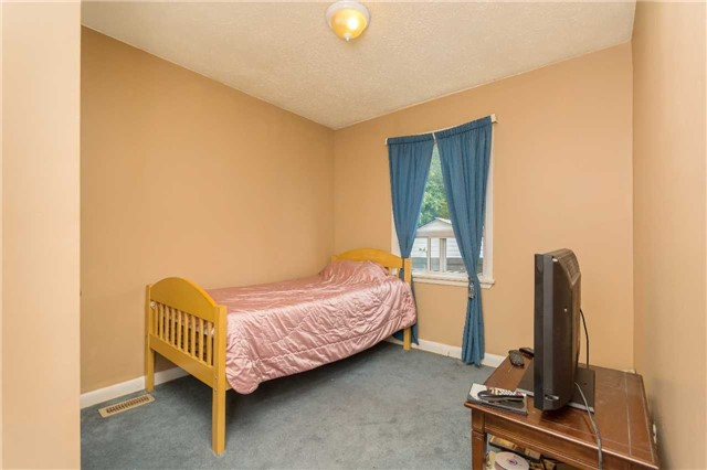 Detached at 19 Windsor Rd, Halton Hills, Ontario. Image 4