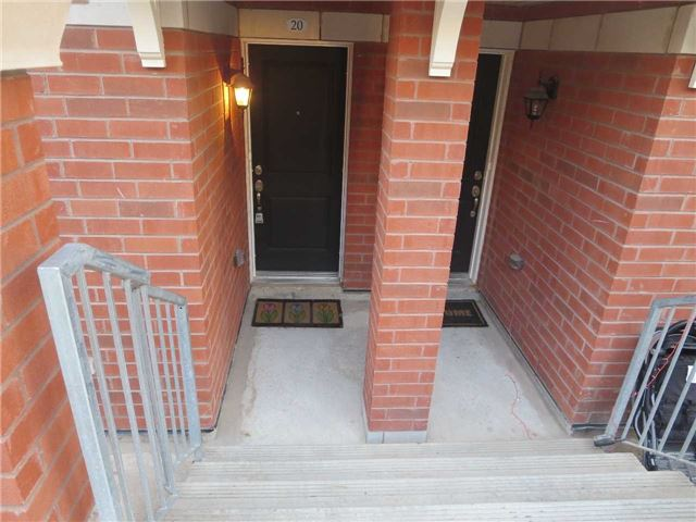 Condo Townhouse at 2488 Post Rd, Unit 20, Oakville, Ontario. Image 7